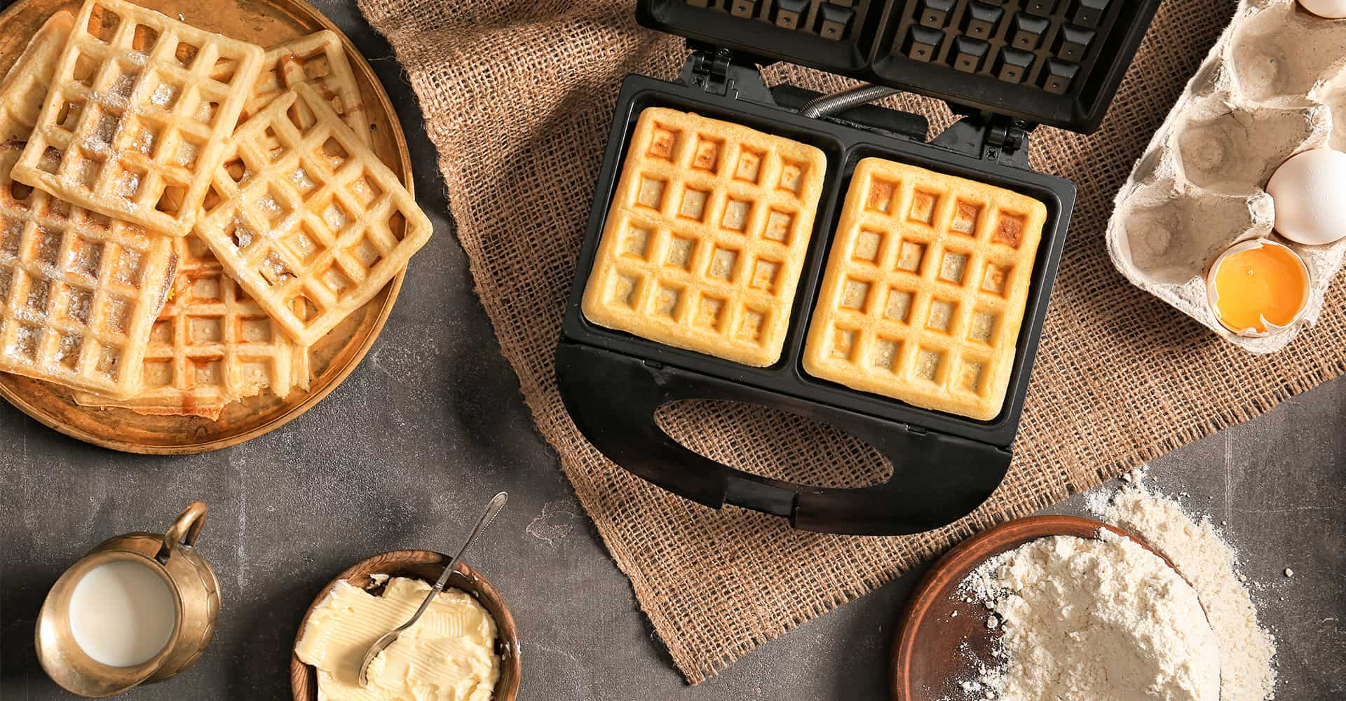 VonShef Waffle Maker Belgian Iron Machine Mould Press Electric 4 Slice Large