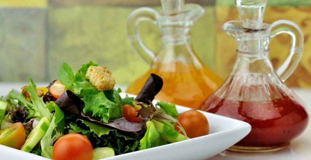 best-salad-dressing-shaker