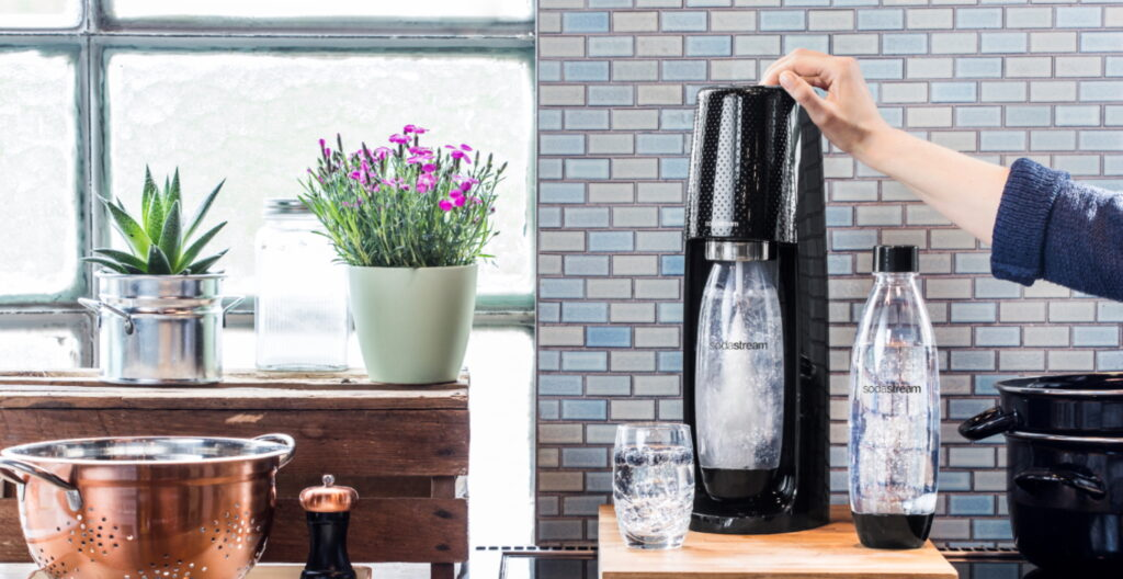 How does water sparkling maker work